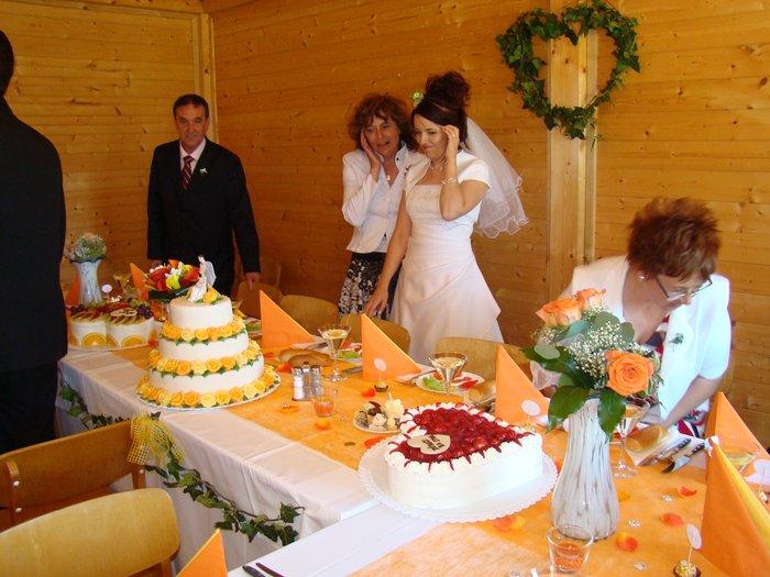 Maminka vidí poprvé všechny dorty