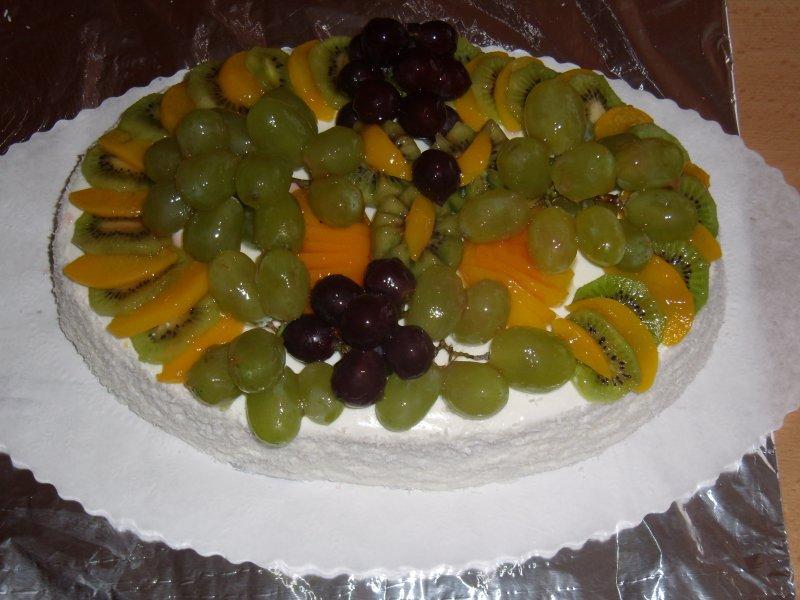 Ovocný se šlehačkou, politý žvarohem se želatynou