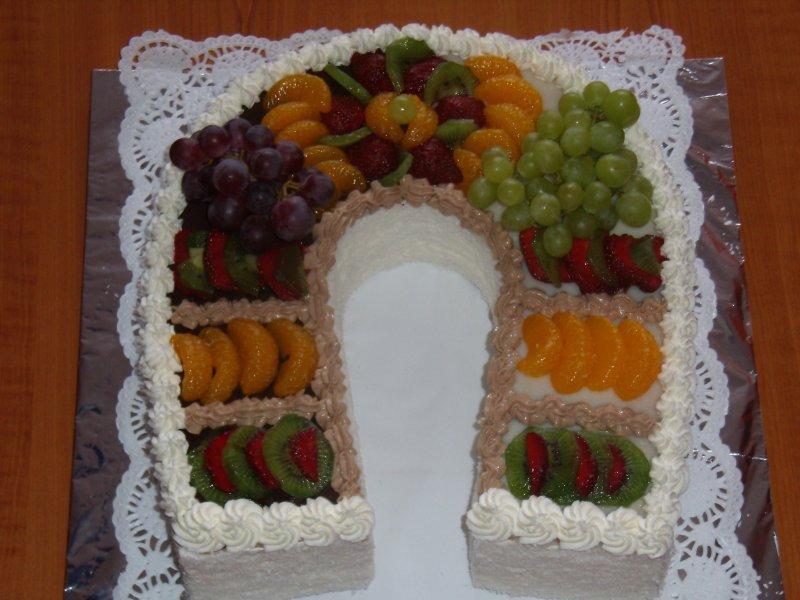 Podkova s tvarohovou šlehačkou a ovocem